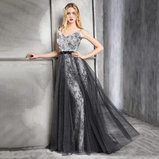 Vestido de fiesta con superposición de encajes