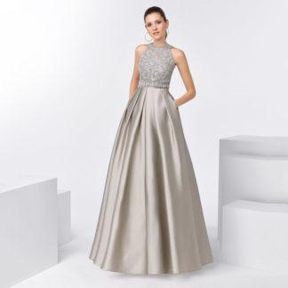 Vestido gris plata de tafetán y pedrería