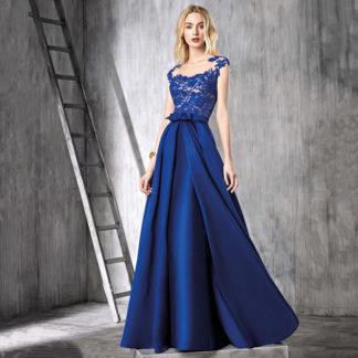 Vestido azul de encaje con sobrefalda desmontable