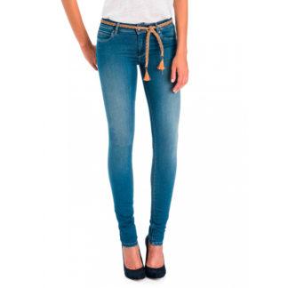 """Jeans azul medio pitillo efecto """"push-up"""" con cinturón"""