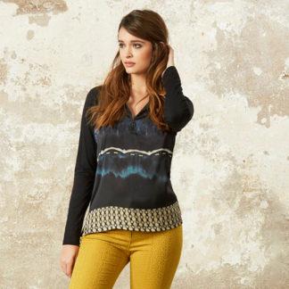 blusa estampada con cremallera en escote y cenefa en el bajo