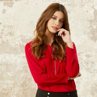 blusa roja señora semi entallada con cremallera en el escote de Andamio