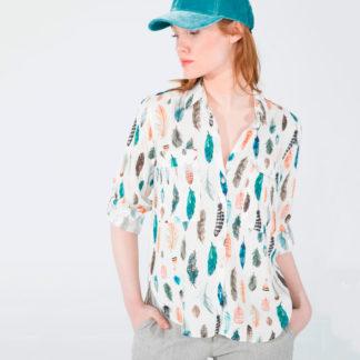 camisa estampado plumas con bolsillos delanteros
