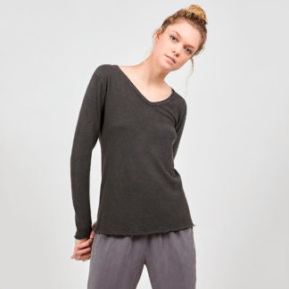 camiseta manga larga y escote pico de algodon grueso negro