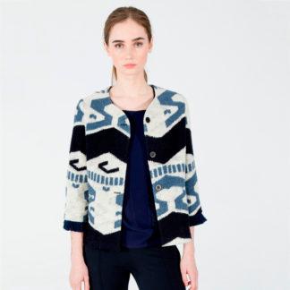 chaquet acorta sin cuello con estampado etnico azul de Vilagallo