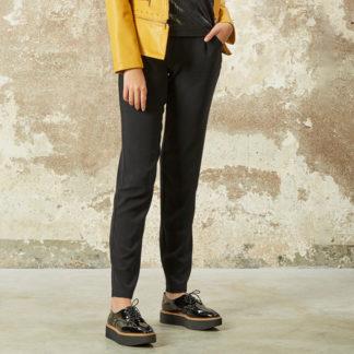 pantalón negro pijamero con cintura elástica
