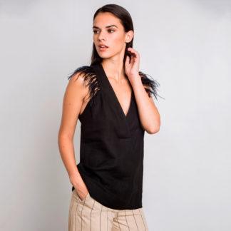 top-negro-con-pantalon-ancho-de-raya-vertical.jpg