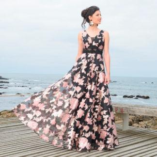 Vestido largo fiesta con brocado floral y pedrería Agnes & Marie Couture