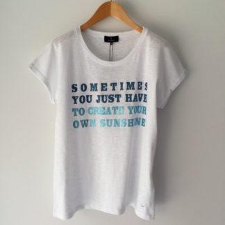 Camiseta blanca con mensaje Monari