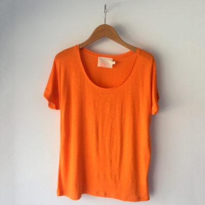 camiseta naranja de lino