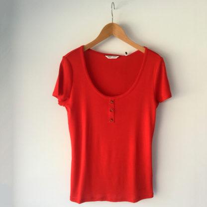 camiseta roja naf naf