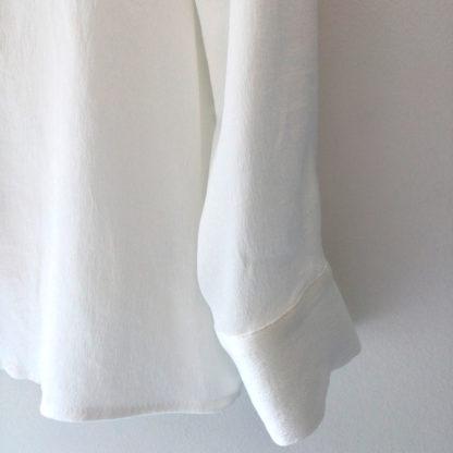 Blusa blanca de satén escote V Trovels