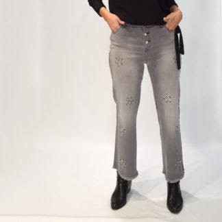 Jeans cropped con apliques de strass y botones joya
