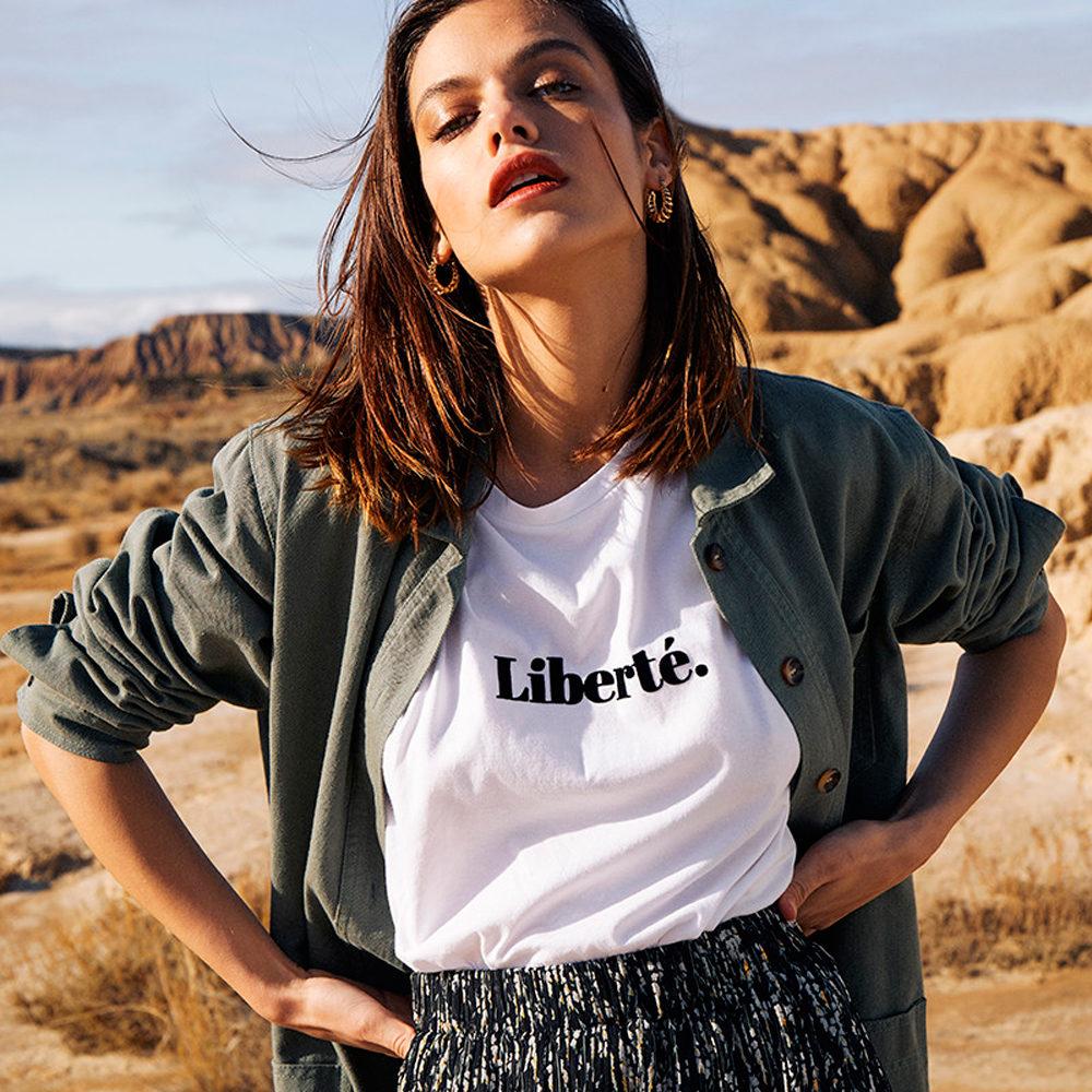 Camiseta algodón BCI con mensaje en terciopelo Grace & MIla