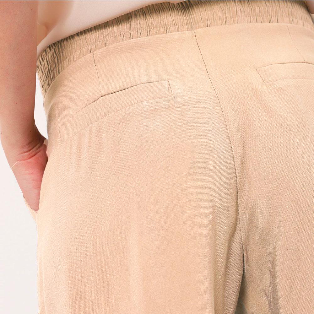 Pantalón cropped con cintura elástica Imperial Fashion en gus gus boutique