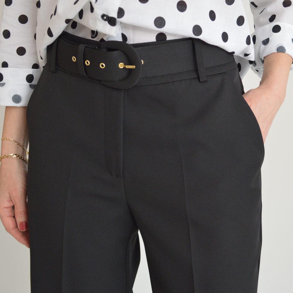 Pantalón cropped negro con cinturón Andamio en gus gus boutique en gus gus boutique