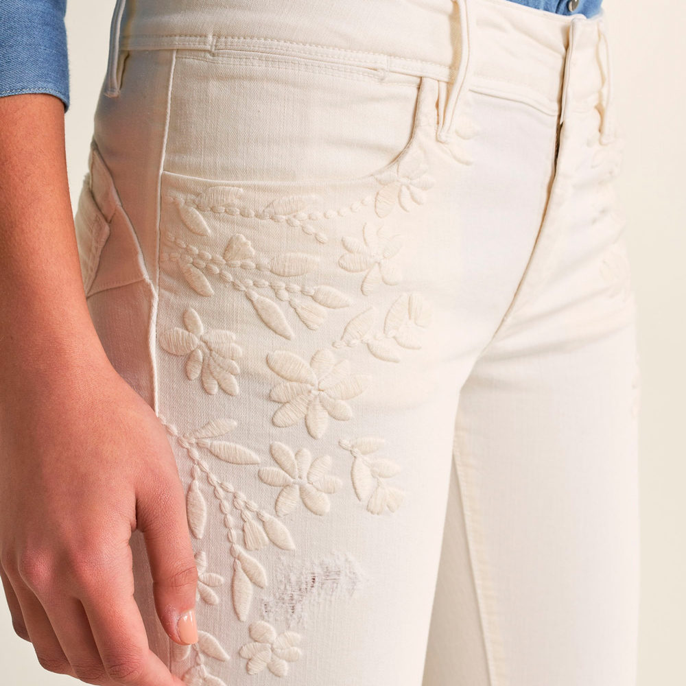 Vaqueros push up wonder capri con detalle de bordado Salsa Jeans en gus gus boutique