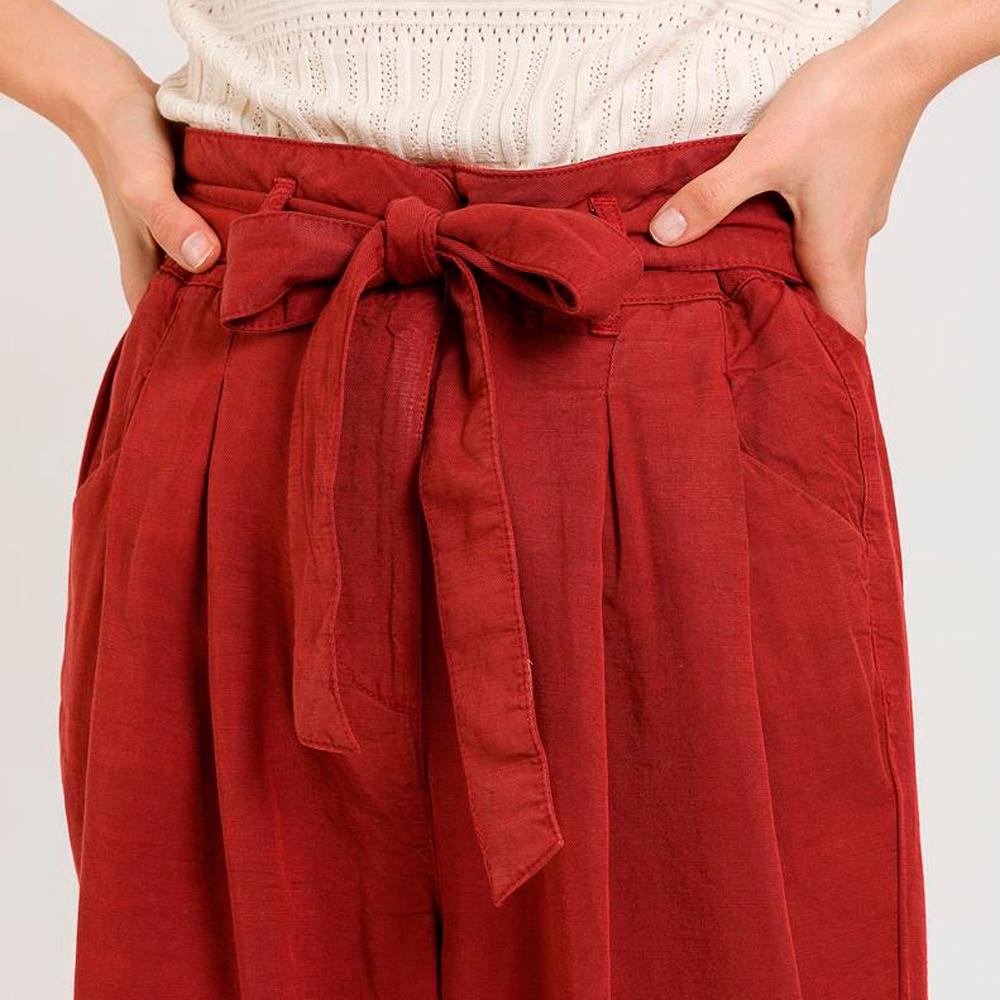 Pantalón recto paperbag con cinturón a tono Naf Naf en gus gus boutique