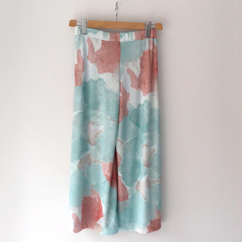 Pantalón cropped punto de seda Concreto en gus gus boutique
