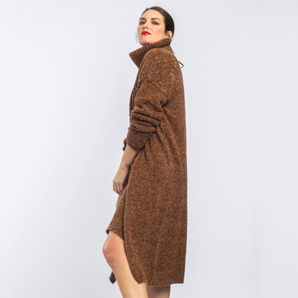 Chaqueta larga vigoré marrón Alba Conde en gus gus boutique