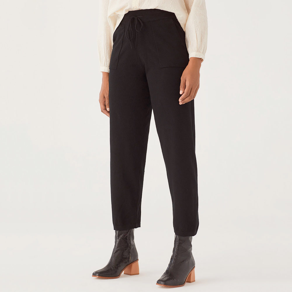 Pantalón negro de punto con bolsillos Nice Things en gus gus boutique