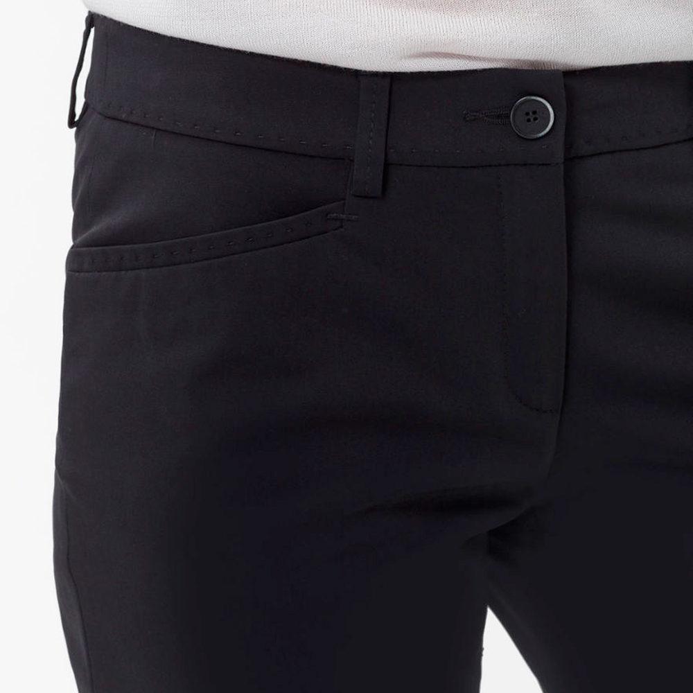 Pantalón negro tobillero urbano Brax en gus gus boutique